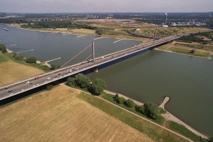 Die Leverkusener Brücke aus der Luft.
