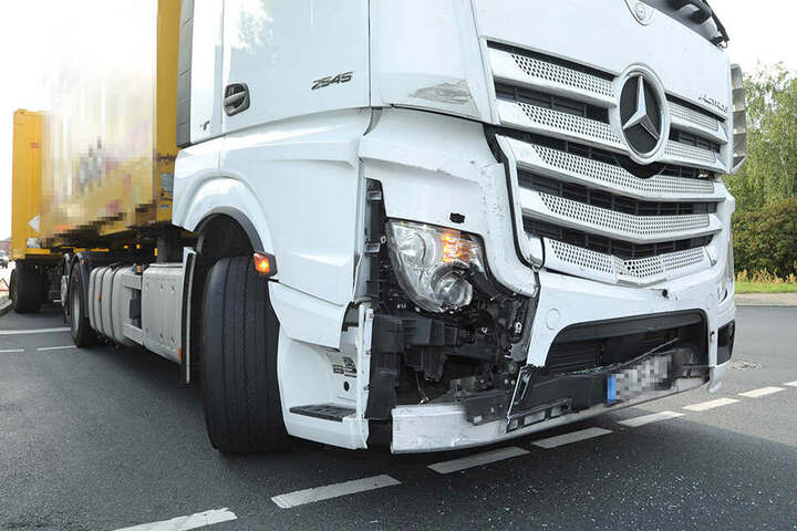 Am Lkw entstand ein leichter Schaden.