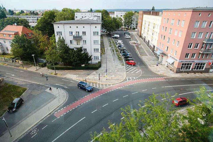 Im Bereich Zwinglistraße gab es zwischen 2015 und 2017 insgesamt 13 Zusammenstöße mit Verletzten, 12 mal traf er Radfahrer. Der Radweg wurde besser markiert. Weitere Maßnahmen folgen.