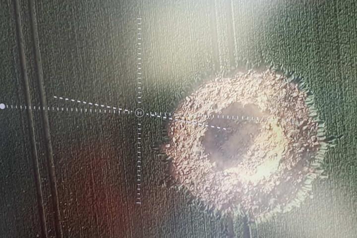 Erste Aufnahmen des Kraters von oben.
