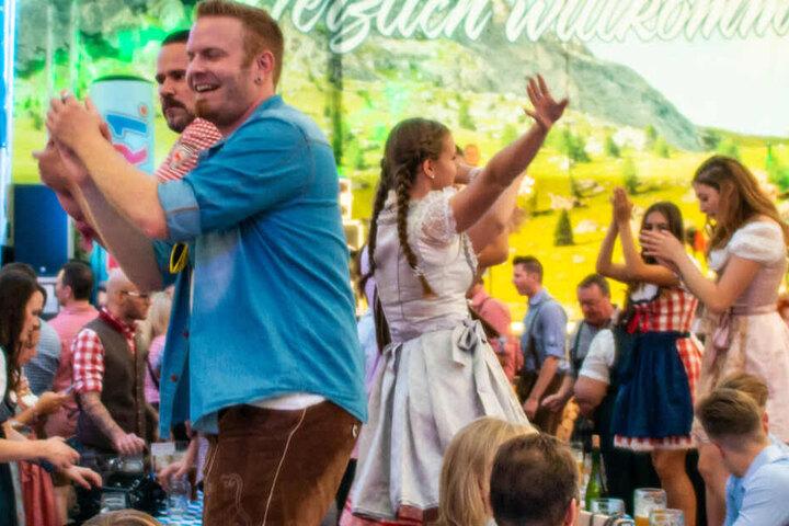 Zwischenbilanz: Etwa 3,3 Millionen Besucher sollen bis zum Wochenende auf der Wiesn gefeiert haben. (Symbolbild)