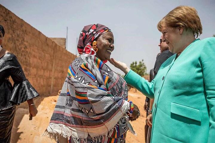 Bundeskanzlerin Angela Merkel (CDU) besuchte vor Kurzem die Baustelle eines Frauenhauses in Niamey, Niger.