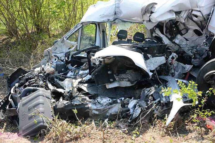 Für den Fahrer des Transporters kam jede Hilfe zu spät.