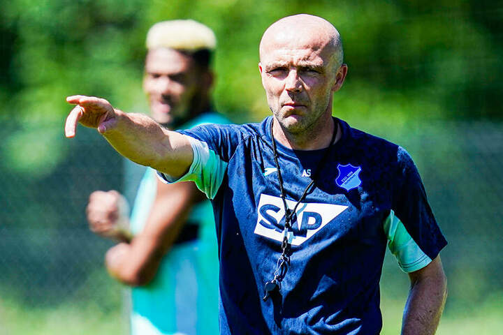 Nach vorne soll es gehen: Trainer Alfred Schreuder gibt die Richtung für Hoffenheim vor.
