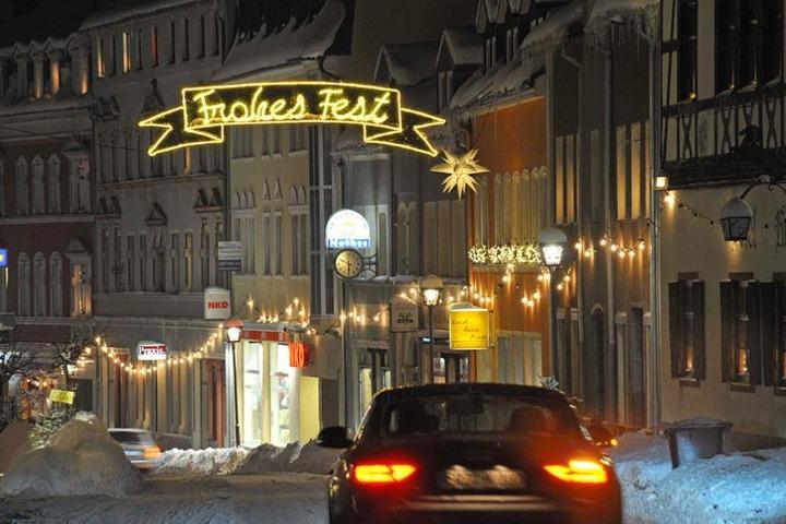 Die Innenstadt von Zwönitz strahlt wie in der Adventszeit.