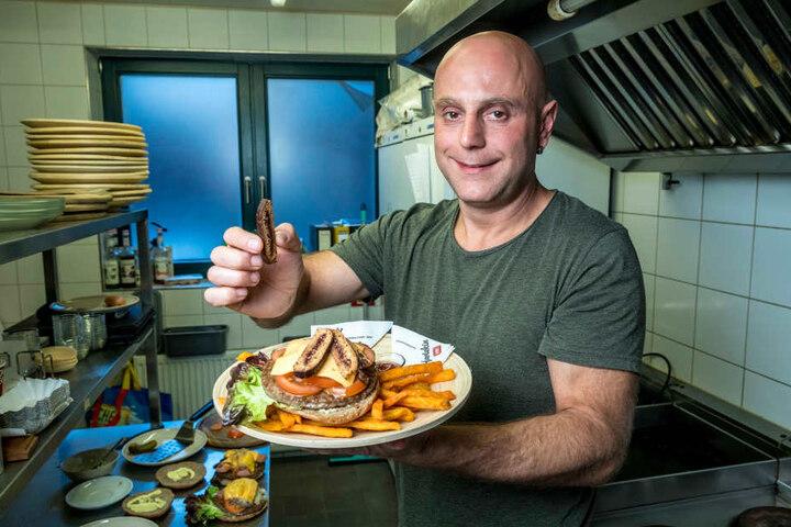 Bar-Chef Bob Kreutel (40) brutzelt seit acht Jahren in Pulsnitz Burger, nunmehr auch mit  Pfefferkuchenspitzen.