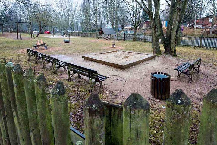 Seit Jahren gammelt der Spielplatz im Chemnitzer Heckertgebiet vor sich hin.