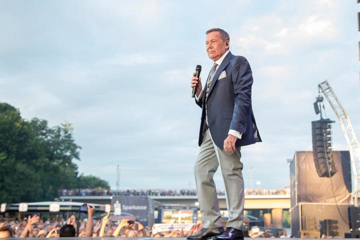 In Dresden ein Megastar: Auch 2017 wird Roland vier Konzerte am Elbufer geben! #Kaisermania