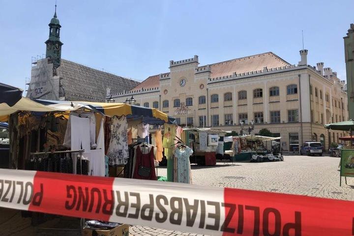 Der Markt rund um das Zwickauer Rathaus wurde großräumig abgesperrt.