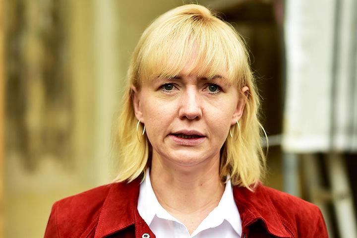 Baubürgermeisterin Kathrin Köhler (40, CDU) will die 4,5-Millionen-Sanierung des Strandbad Planitz mithilfe von Bundesförderung stemmen.
