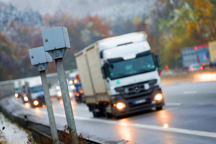 Dieser Blitzer am Bielefelder Berg sorgt immer wieder für Ärger bei Autofahrern.