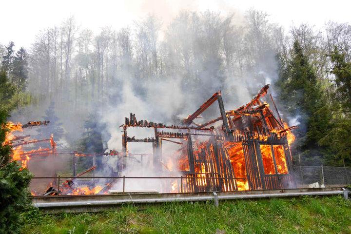 Als die Feuerwehr eintraf brannte die Scheune schon in voller Ausdehnung.