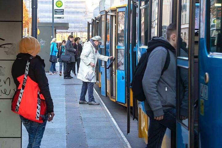 Besonders Studenten aus dem Umland sind dank der City-Bahn perfekt an den Uni-Campus angebunden.
