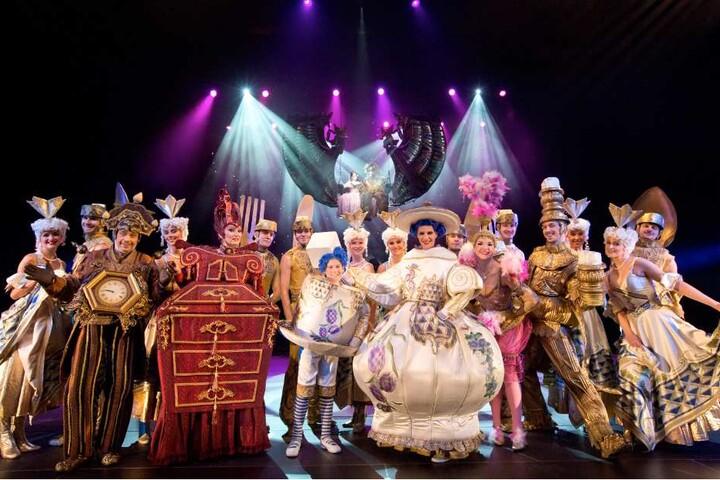 Angesiedelt in einer fantastischen, französischen Welt zeigt dieses Musical mit hinreißenden Tanzeinlagen, was Liebe alles bewirken kann.