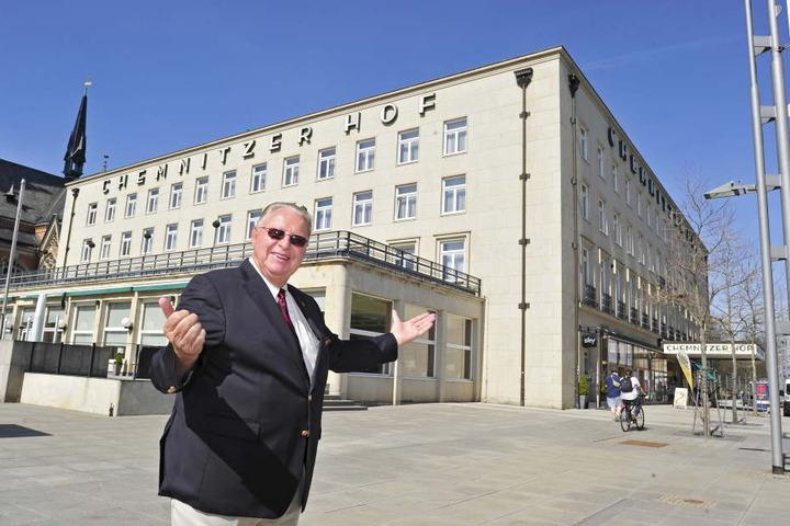 Hereinspaziert: Unternehmer Hans J. Naumann will dem Hotel Chemnitzer Hof am Theaterplatz zu altem Glanz  verhelfen..