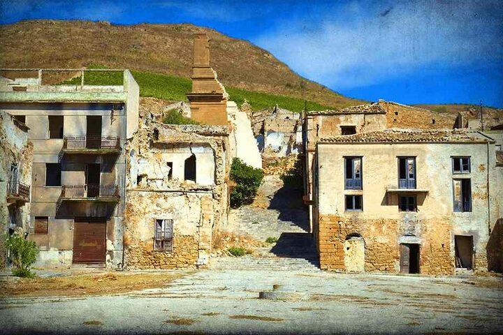 Bürgermeister Girolamo Cangelosi will die Geisterstadt wieder in ein lebendiges Idyll verwandeln.