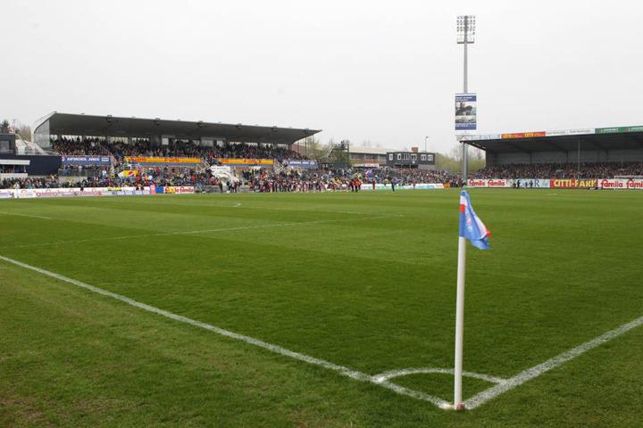 """Das Holstein-Stadion in Kiel war sechs Jahre lang das Zuhause von Aue Trainer Hannes Drews. Der coachte dort erfolgreich die """"U17"""" und später die """"U19"""". Seit September ist er im Erzgebirge."""