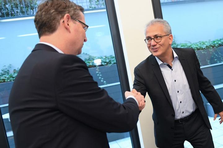 Grüne, SPD und FDP haben sich zu ernsten Bündnis-Gesprächen getroffen. Eine Ampel-Koalition scheint möglich.