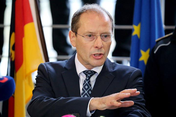 Sachsens Innenminister Markus Ulbig fordert eine härtere Bestrafung für Rettungsgassen-Blockierer.