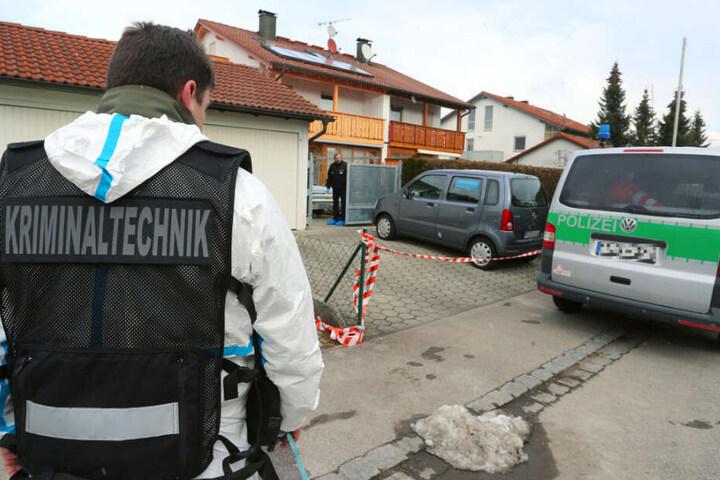 Der 67-jährige Mann tötete erst seine von ihm getrennt lebende Ehefrau, bevor er selbst später in seiner eigenen Wohnung leblos gefunden wurde. (Symbolbild)