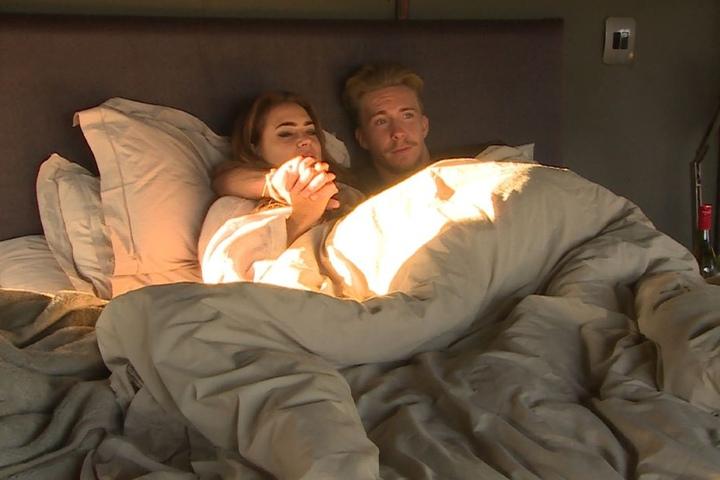 Wird dieses Erwachen das letzte sein? Oder sind David und Jessica schon längst ein geheimes Paar?