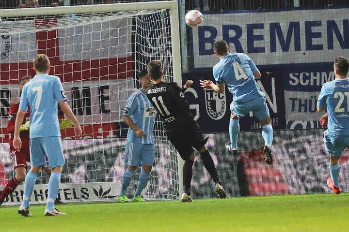 Tor für den 1. FC Magdeburg: Marius Sowislo erzielt den Treffer zum  0:1.