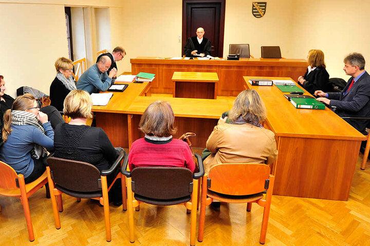 Die Mitglieder der Zwickauer Tierfreunde vor Gericht. Der Streit mit dem Zwickauer Tierschutzverein endete mit einem Vergleich.