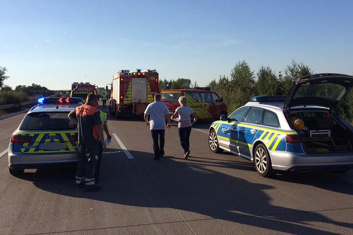 Insgesamt 27 Kameraden der Freiwilligen Feuerwehren rückten mit neun Fahrzeugen an. Auch ein Rettungshubschrauber kam zum Einsatz.