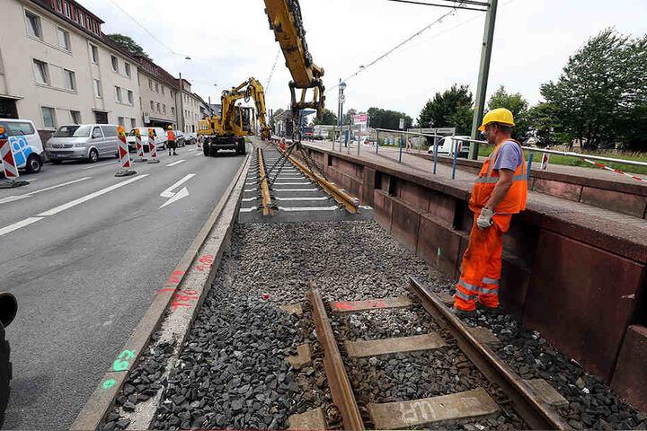 Die Schienen müssen für die Vamos-Bahnen verlängert werden.