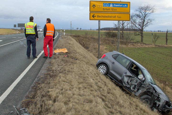 Der Fahrer des VW soll verletzt in ein Krankenhaus gekommen sein.