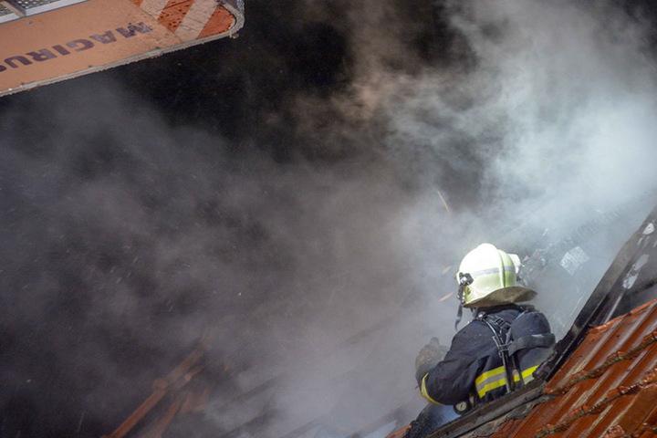 Mindestens eine Wohnung ist nach dem Brand nicht mehr bewohnbar.