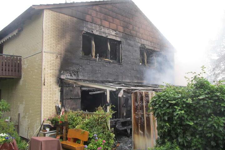 Auch das Haus brannte völlig aus und ist erstmal unbewohnbar.