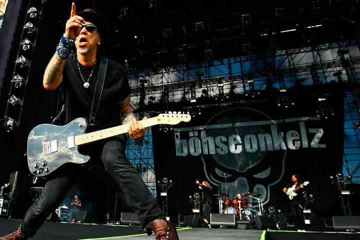 Die Böhsen Onkelz, hier Bassist Matthias Röhr (Gonzo) bei einem Konzert in São Paulo, stehen ebenfalls in Leipzig auf der Bühne.