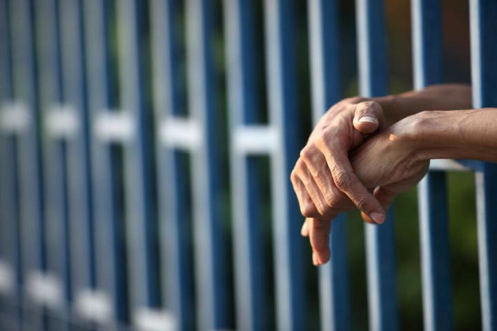 Inzwischen sitzt der Mann in Haft. (Symbolbild)