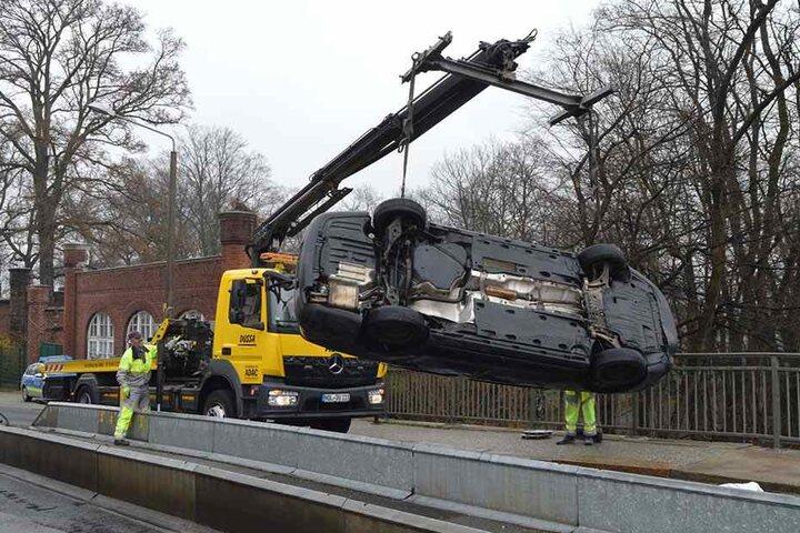 Sein Fahrzeug musste abgeschleppt werden.