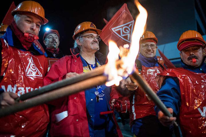 Ebenso will die IG Metall sechs Prozente mehr Lohn herausholen.