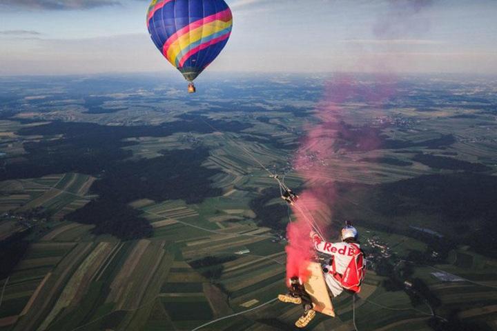 Die 150 Meter langen Leinen waren an einem Heißluftballon befestigt.