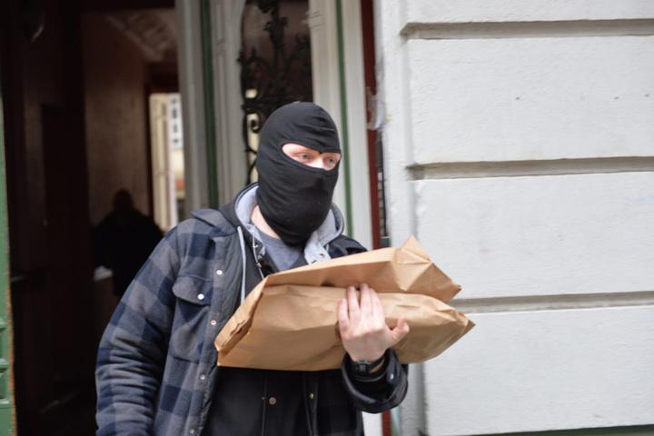 Zwei Männer wurden bei den Durchsuchungen in sechs Bundesländern festgenommen.