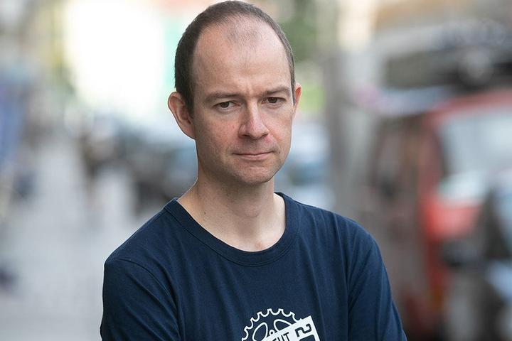 Die Ideen sind gut, die Umsetzung nicht: ADFC-Vorstand Nils Larsen (34) kritisiert das Radweg-Programm des Rathauses.