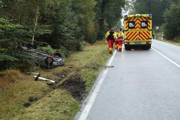 Der Unfallfahrer wurde leicht verletzt ins Krankenhaus gebracht.