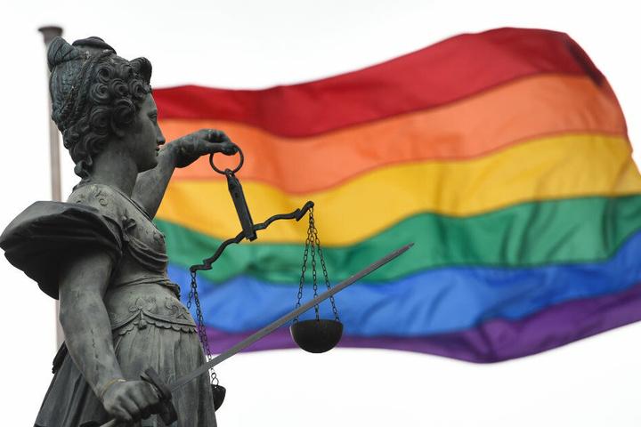 """Seit zwei Jahren gilt die """"Ehe für Alle""""in Deutschland. Ein Meilenstein der Gleichberechtigung."""