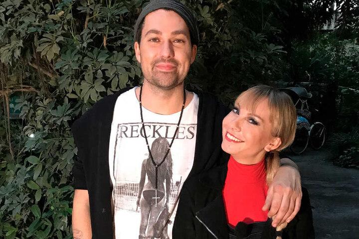 MDR-Promi-Expertin Susanne Klehn (r.) traf sich im Leipziger Zoo mit Star-Geiger David Garrett.