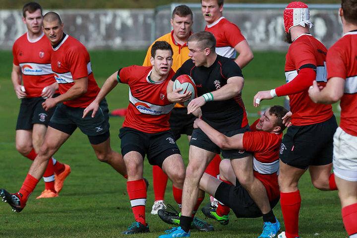 Beim Rugby kommt es neben der Technik auch auf eine ordentliche Portion Kraft an.
