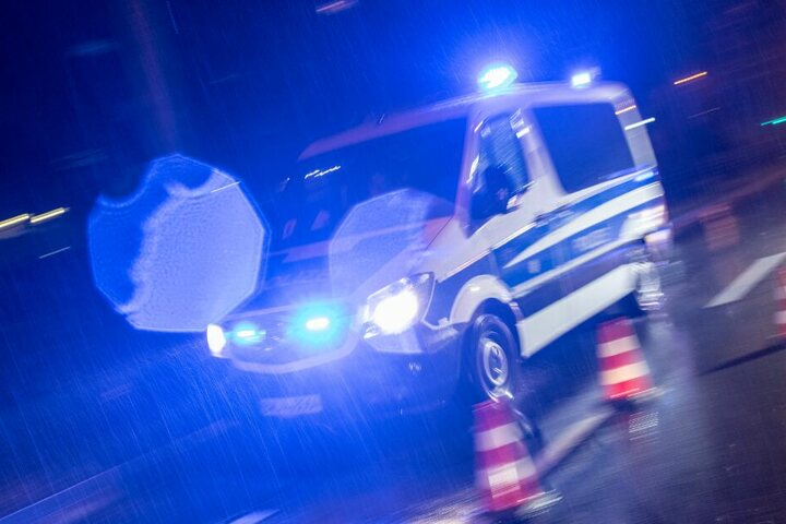 Die Polizei sicherte die Unfallstelle. (Symbolbild)