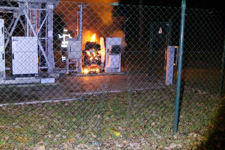 Auch Teile des BOS-Funkturms (Behörden und Organisationen mit Sicherheitsaufgaben) wurden angezündet.