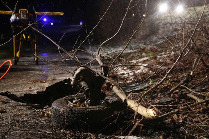 Bei dem Unfall wurde ein Vorderrad abgerissen.
