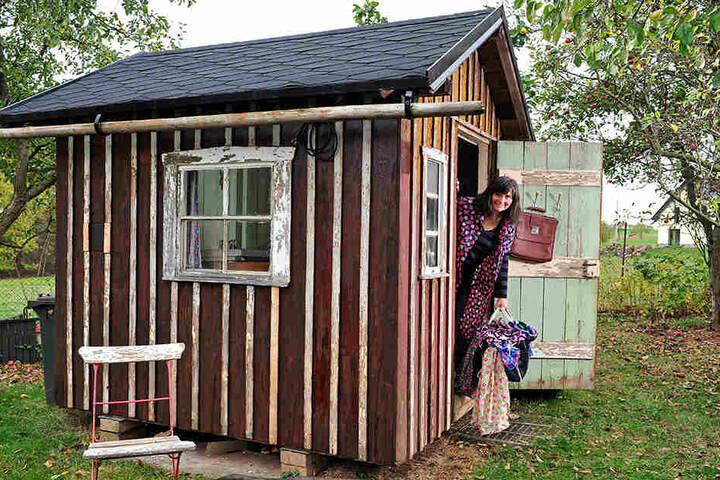 Die Laube in Ramona Marksteins Garten wurde zum Set für ihren Dederon-Film.