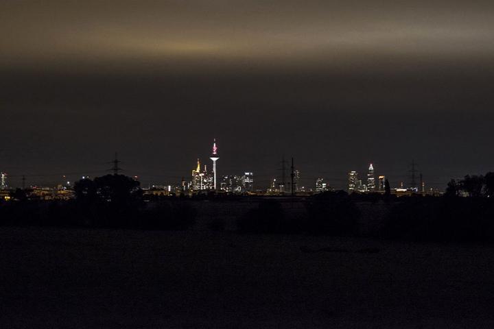 Die berühmte Frankfurter Skyline leuchtete in dieser Nacht nicht alleine.