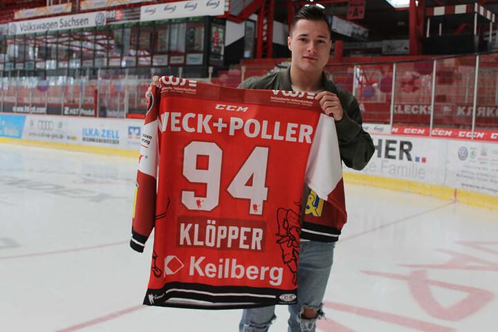 Die Nummer 94 steht ihm gut! Patrick Klöpper geht auch nächste Saison im Eispiraten-Trikot auf Torejagd.