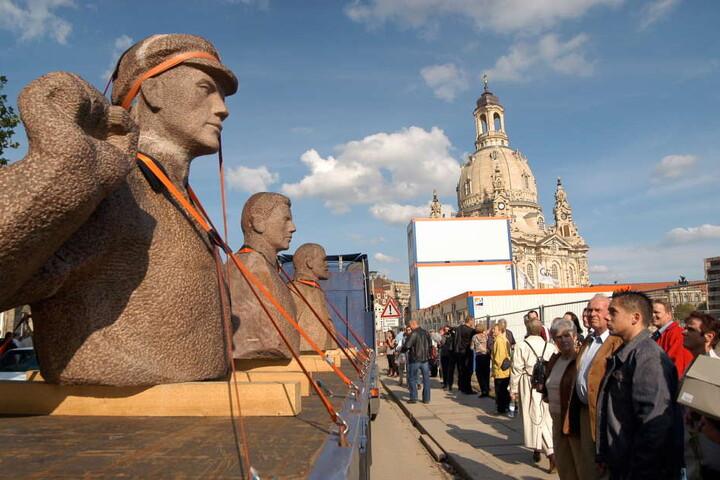 1992 wurde das Denkmal abgebaut, später kam es für eine Ausstellung nach Dresden zurück.